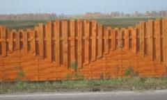 Забор из дерева с вырезанным фасадов