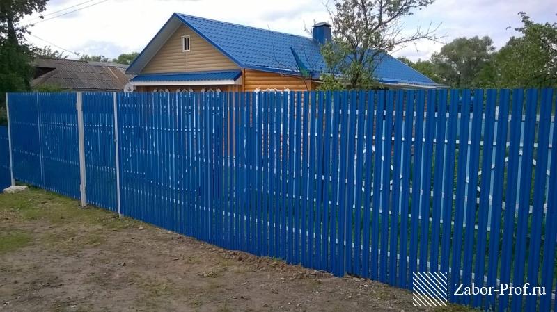 Заборы из профнастила, синий штакетник