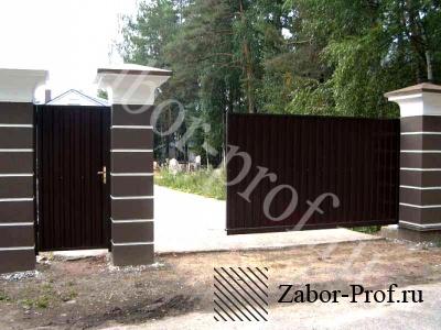 Откатные ворота с декоративными вставками